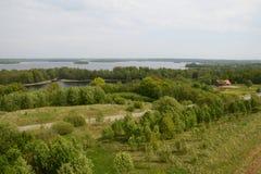 Vista aérea del panorama del bosque de los campos de granjas Fotografía de archivo
