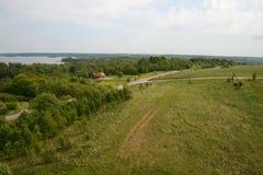 Vista aérea del panorama del bosque de los campos de granjas Fotografía de archivo libre de regalías