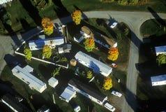 Vista aérea del parque de caravanas en otoño en el VT Imagen de archivo