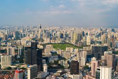 Vista aérea del parque de Lumpini, Sathorn, centro de la ciudad de Bangkok Financia fotos de archivo libres de regalías