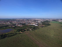 Vista aérea del parque ecológico en la ciudad de Sertaozinho, sao Pau imágenes de archivo libres de regalías