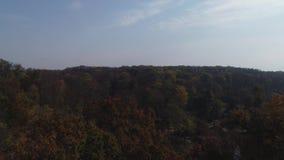 Vista aérea del parque nacional Sofiyivka de Dendrological en Uman, Ucrania Cantidad del abejón 4K almacen de video
