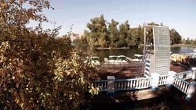Vista aérea del parque y del lago centrales de Moscú Gorki almacen de metraje de vídeo