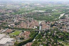 Vista aérea del pueblo de Ponte San Pedro, Orobie imágenes de archivo libres de regalías