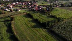 Vista aérea del pueblo Gruza metrajes
