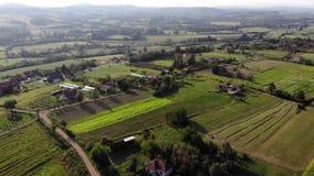 Vista aérea del pueblo Gruza almacen de video