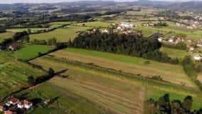 Vista aérea del pueblo Gruza almacen de metraje de vídeo