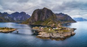 Vista aérea del pueblo pesquero de Hamnoy en Noruega Imagen de archivo