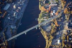 Vista aérea del puente a Augusta, Maine fotos de archivo
