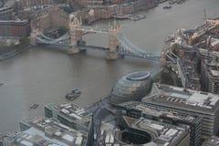 Vista aérea del puente de la torre Fotos de archivo libres de regalías