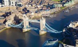 Vista aérea del puente de la torre en la ciudad de Londres Imagenes de archivo
