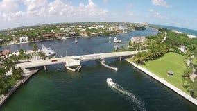 Vista aérea del puente levadizo metrajes