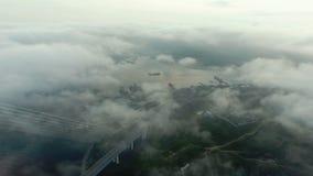 Vista aérea del puente Russky con el estrecho de
