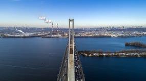 Vista aérea del puente del sur Vista aérea del puente de cable del sur del subterráneo Kiev, Ucrania foto de archivo libre de regalías