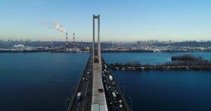 Vista aérea del puente del sur Vista aérea del puente de cable del sur del subterráneo Kiev, Ucrania almacen de metraje de vídeo