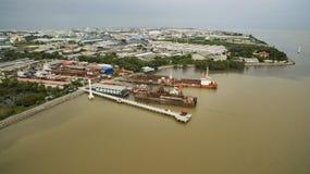 Vista aérea del puerto de la nave adentro y del estado industrial en samuthpraka imagen de archivo