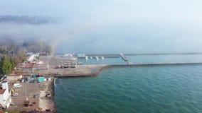 Vista aérea del puerto deportivo con los yates almacen de metraje de vídeo