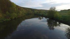 Vista aérea del río almacen de video