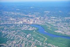 Vista aérea del río Connecticut y de Hartford céntricos Imagen de archivo libre de regalías