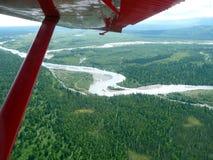 Vista aérea del río de Kantishna en Alaska en la distancia Fotografía de archivo