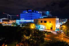 Vista aérea del teatro de repertorio en Birmingham, Reino Unido en la noche fotos de archivo libres de regalías