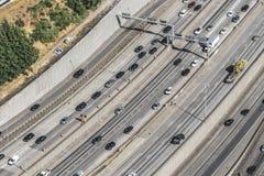 Vista aérea del tráfico de la autopista 5 fotografía de archivo