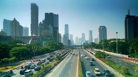 Vista aérea del tráfico de la carretera en el puente de Semanggi metrajes