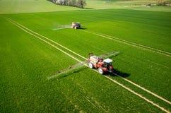 Vista aérea del tractor imagenes de archivo