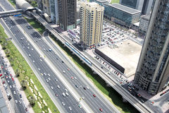 Vista aérea del transporte en Sheikh Zayed Road, Dubai, UAE imágenes de archivo libres de regalías
