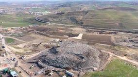 Vista aérea del vertido grande Descarga de basura inútil, contaminación ambiental almacen de metraje de vídeo