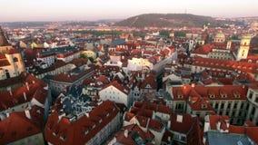 Vista aérea del viejo centro de Praga, República Checa almacen de video