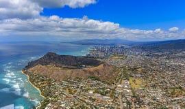 Vista aérea del volcán Honolulu H de la playa y de Diamond Head de Waikiki Foto de archivo