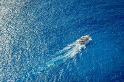 Vista aérea del yate de lujo Imagenes de archivo