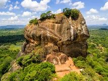 Vista aérea desde arriba de Sigiriya o Lion Rock, una fortaleza antigua y un palacio en Dambulla, Sri Lanka fotos de archivo libres de regalías