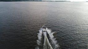 Vista aérea do barco de pressa no PA do Rio Delaware Philadelphfia filme