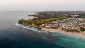 Vista aérea do campo do golfe em seguida e do canteiro de obras em Bali vídeos de arquivo
