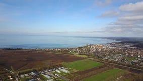 Vista aérea do campo sueco video estoque