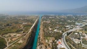 Vista aérea do canal famoso de Corinth do istmo, Peloponnese Imagens de Stock Royalty Free