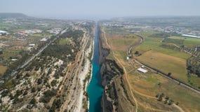 Vista aérea do canal famoso de Corinth do istmo, Peloponnese Imagens de Stock
