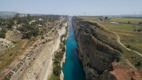 Vista aérea do canal famoso de Corinth do istmo, Peloponnese Foto de Stock