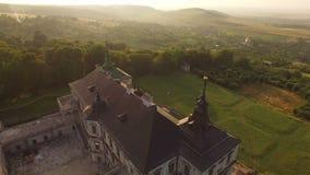 Vista AÉREA do castelo antigo velho em 4k filme