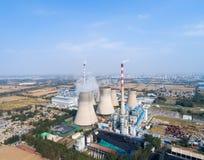Vista aérea do central elétrica térmico imagens de stock royalty free