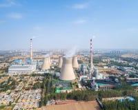 Vista aérea do central elétrica térmico fotos de stock
