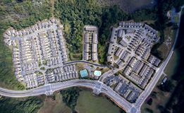 Vista aérea do condomínio suburbano no alpharetta do centro Geórgia imagens de stock