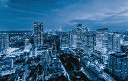 Vista aérea do distrito de Sathorn, baixa de Banguecoque tailândia Distrito e centros de negócios financeiros na cidade urbana es fotos de stock