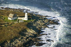 Vista aérea do farol de madeira da ilha no litoral de Maine, associação de Biddeford, ao sul de Portland Fotos de Stock
