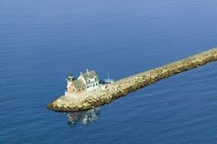Vista aérea do farol de Rockland na extremidade do molhe do recurso de Samoset, Maine Imagens de Stock