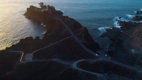 Vista aérea do farol durante o por do sol vídeos de arquivo