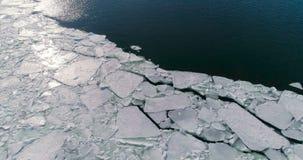 Vista aérea do gelo no mar com luz solar vídeos de arquivo