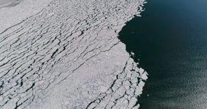 Vista aérea do gelo no mar com luz solar video estoque
